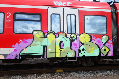 spraydaily:  FOLLOW US ON TWITTER AND FACEBOOK! FOR DAILY UPDATES IN THE GRAFFITI WORLD!Twitter.com/spraydaily — Facebook.com/Spraydaily