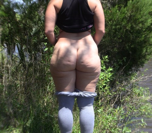 spreaded mature chubby nude pawgs
