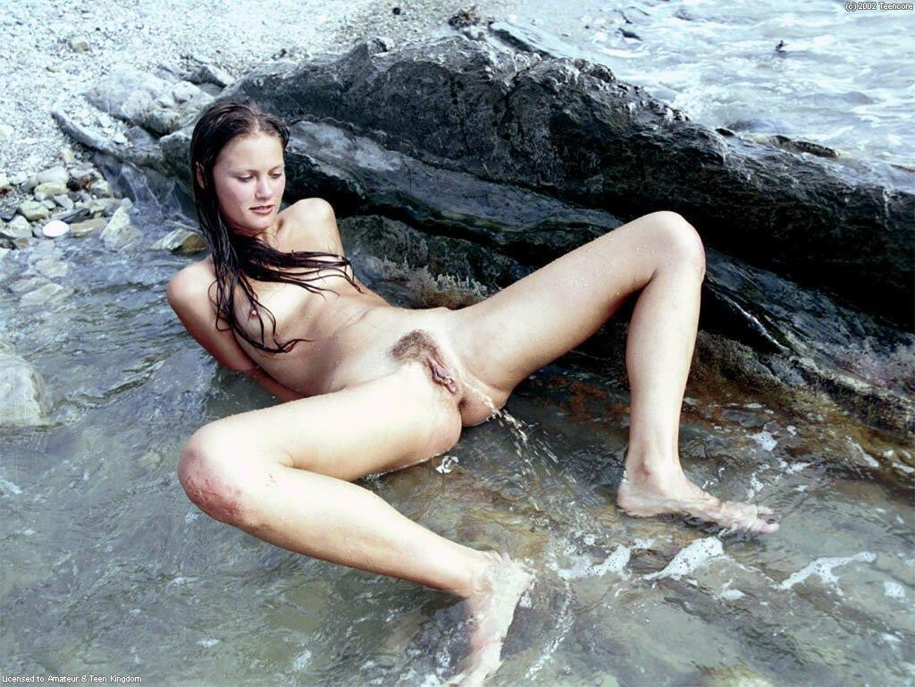 vietnamese girl pee pee