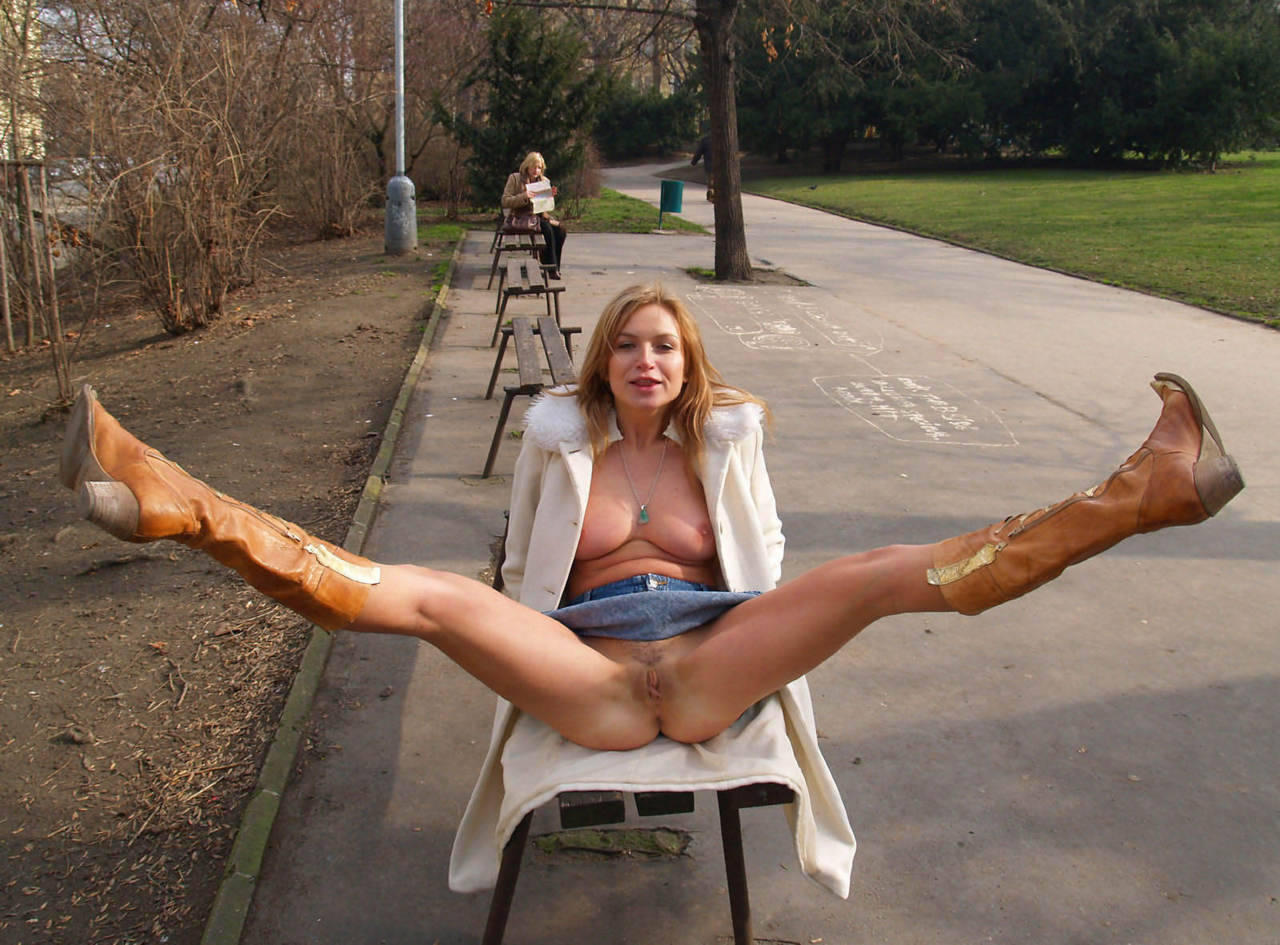 woman flashing pussy amature