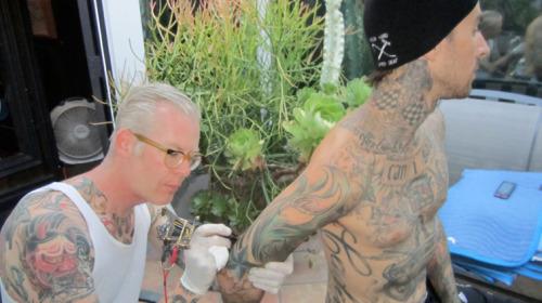 originalgiantcontent:  Tattooing Travis Barker, 2012.