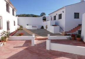 Almeria-Velez Rubio – Country house with six apartments, 2 bed bungalow, pool, garage, furnished 595,000€ – El Olivar