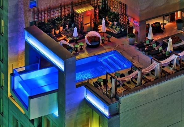 Бассейн отеля Джоуль - купание на высоте