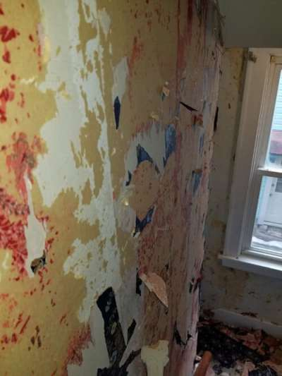 Remove Wallpaper Or Paint Over Wallpaper? What Is The Right Way?
