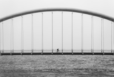 bridge-bicycle-bw
