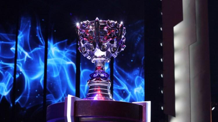 league-of-legends-world-championship-finals-staples-center-cup-1024x576