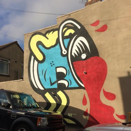 streetartglobal:  Great character by @45rpmwhat in Bristol#globalstreetart https://www.instagram.com/p/BIQOzMxDjPD/