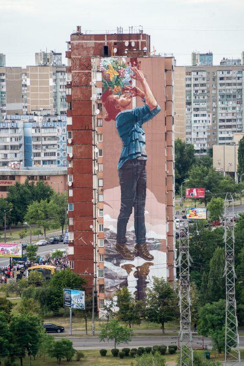 bizarrebeyondbelief:  Beautiful mural work by Fintan Magee in Kiev for the Mural Social Club Street Art FestivalMore here: http://wp.me/p2dpFM-3WM