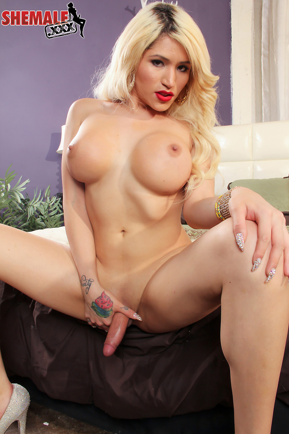 shemale tranny dressed undressed
