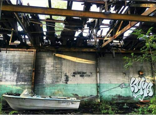 madstylers:  KUMA@kuma_was_here_______________________#madstylers #graffiti #graff #style #💡 #sprayart #graffitiart http://ift.tt/2eoHjTo