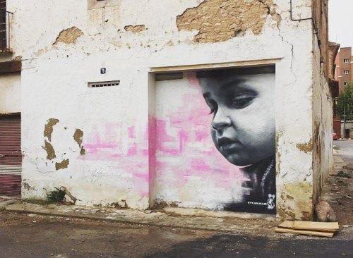 streetartglobal:  Beautiful portrait by Spanish artist @xolaka that we love. http://globalstreetart.com/xolaka#globalstreetart #xolaka #wallart #portrait #valencia #spain https://www.instagram.com/p/BIDpMF0Dvwa/