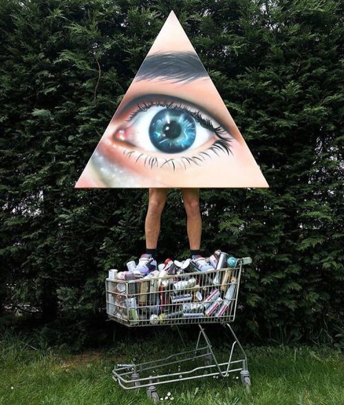 bizarrebeyondbelief:  The all seeing eye of @voyder.#fineart #painting #spraypaint