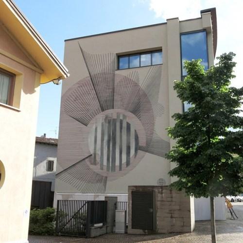 streetartglobal:  By @corn_79 in Italy - http://globalstreetart.com/corn79#globalstreetart https://www.instagram.com/p/BLZgCXGgG-F/