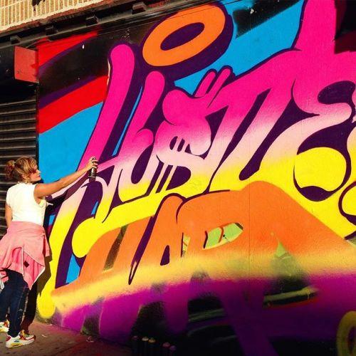 bizarrebeyondbelief:New mural in New York City by graffiti artist & designer Queen Andrea.More here: http://wp.me/p2dpFM-3vD