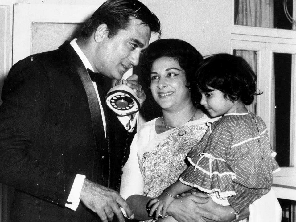 Bollywoodirect     he late couple Sunil Dutt and Nargis were a    he late couple Sunil Dutt and Nargis were a beautiful couple and their love  story has