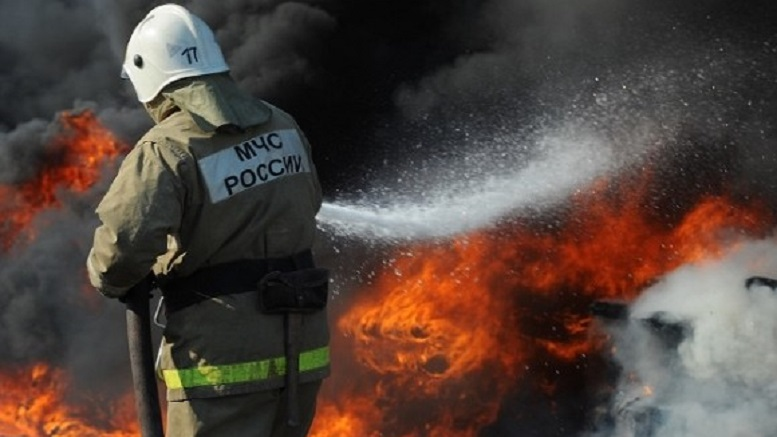 В Подмосковье произошло крупное возгорание крыши склада стройматериалов
