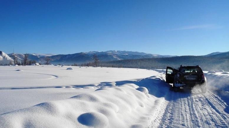 В Алтайском крае сразу 5 автомобилей стали заложниками снежного заноса