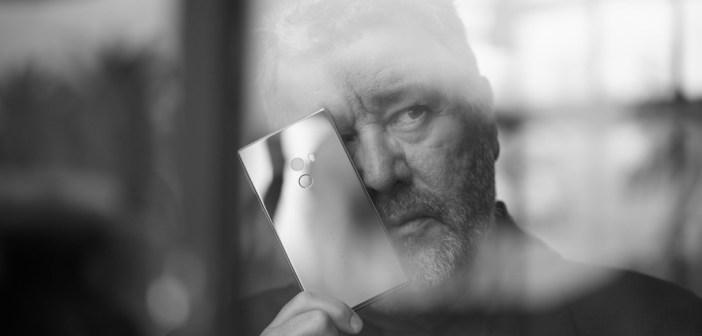 Philippe Starck i zaprojektowany przez niego Xiaomi Mi MIX - fot. Starck.com