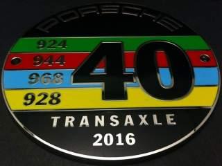 badge-de-grille-40-ans-porsche-a-moteur-avant-transaxle-porsche-design-map04515516-