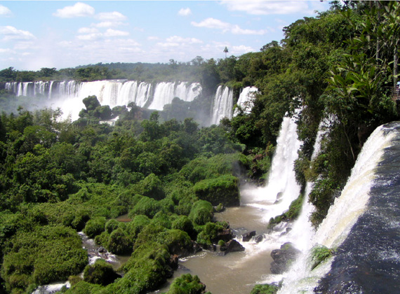 honeytrek goes to iguazu falls