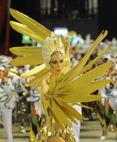 A reveller of Grande Rio samba school pe