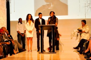 Mikki Taylor accepts her Fashion Innovator Award