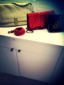 http://diamantinabags.myshopify.com/collections/clutches
