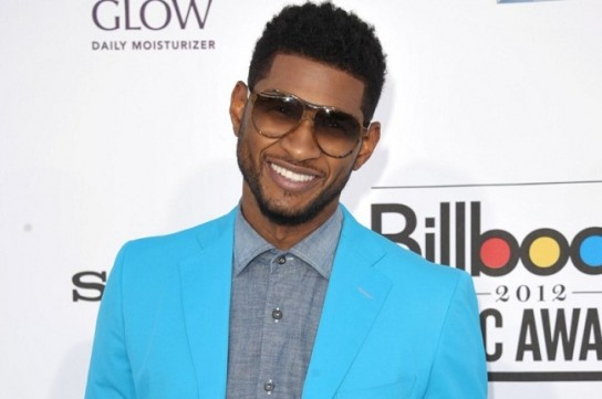 Picture of Usher in blue jacket at the Billboard Awards