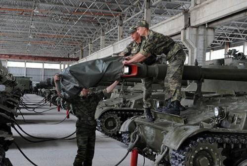 rusija-tenkovi-vojna-baza-500x337