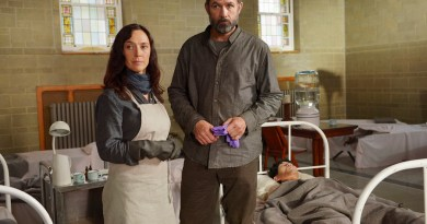 "HELIX -- ""M. Domestica"" Episode 206 -- Pictured: (l-r) Severn Thompson as Sister Anne, Billy Campbell as Dr. Alan Farragut -- (Photo by: Philippe Bosse/Syfy)"