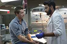 """iZombie -- """"Zombie Bro"""" -- Image Number: ZMB202a_0259.jpg -- Pictured (L-R): Robert Buckley as Major and Rahul Kohli as Ravi -- Photo: Jack Rowand/The CW -- © 2015 The CW Network, LLC. All rights reserved."""