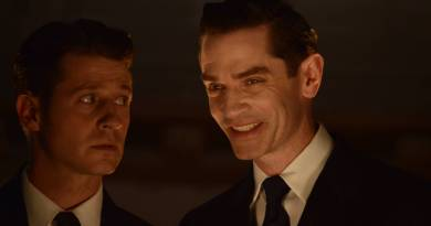 GOTHAM: L-R: Ben Mckenzie and James Frain in the ÒRise of the Villains: Mommy's Little MonsterÓ episode of GOTHAM airing Monday, Nov. 2 (8:00-9:00 PM ET/PT) on FOX. ©2015 Fox Broadcasting Co. Cr: FOX.