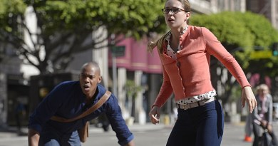 """""""Human For a Day"""" -- Kara and her friends must rely on their inner strength and courage when an earthquake strikes National City, on SUPERGIRL, Monday, Dec. 7 (8:00-9:00 PM, ET/PT) on the CBS Television Network. Pictured left to right: Luke Macfarlane and Melissa Benoist Photo: Darren Michaels/Warner Bros. Entertainment Inc. © 2015 WBEI. All rights reserved."""