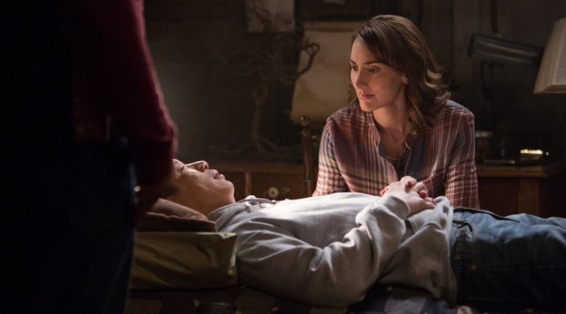 "GRIMM -- ""The Taming of the Wu"" Episode 519 -- Pictured: (l-r) Reggie Lee as Sergeant Wu, Bree Turner as Rosalee Calvert -- (Photo by: Scott Green/NBC)"