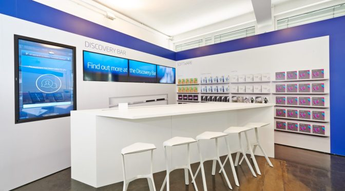 Intel-in-Deutschland-Discovery-Bar-Future-of-Retail-Concept-Design-Virtual-technology-augmented-scan-modern-white-furniture