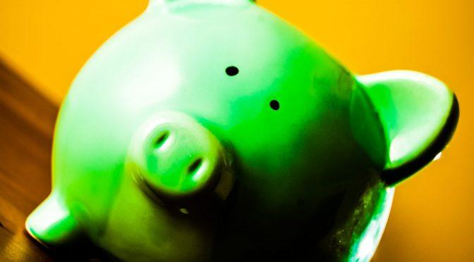 RLHyde-piggybank-saving-costs-reduce-business-spendings_edited