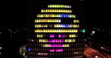 Tetris Retro-Gaming on a Building [Video]