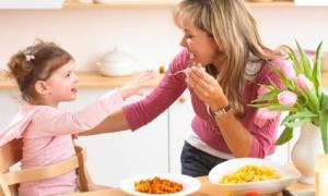 annabel_feeding_toddler