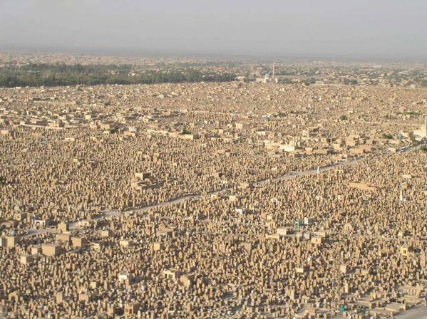صور أكبر مقبرة في العالم