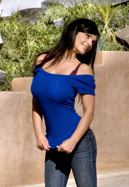 buxom denise milani facebook pictures 16 tig ol bitties cool stuff hot gifs  Tig ol Bitties Tuesday: Large Jugs of Awesomenss (52 photos)