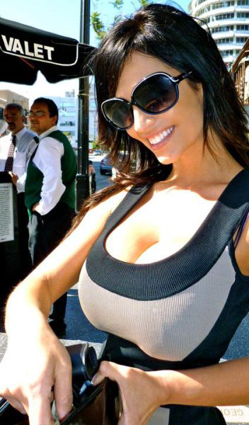 buxom denise milani facebook pictures 23 tig ol bitties cool stuff hot gifs  Tig ol Bitties Tuesday: Large Jugs of Awesomenss (52 photos)