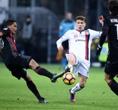 AC Milan's forward of Colombia Carlos Bacca (L) vies with Cagliari midfielder from Italy Nicolo Barella during the Italian Serie A football match AC Milan vs Cagliari at the San Siro stadium in Milan on January 8, 2017.  / AFP PHOTO / FILIPPO MONTEFORTE