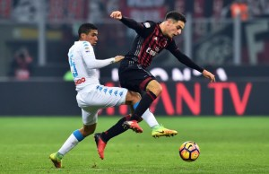 Napoli's Brazilian midfielder  Marques Loureiro Allan vies for the ball with AC Milan's Italian midfielder Giacomo Bonaventura during the Italian Serie A football match between AC Milan and  Napoli at the San Siro Stadium in Milan on January 21, 2017. / AFP PHOTO / GIUSEPPE CACACE