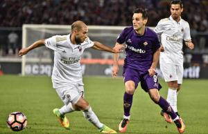 Fiorentina's forward Nikola Kalinic, right, and Milan's defender Gabriel Paletta, left, fight for the ball during the Italian serie A soccer match ACF Fiorentina vs AC Milan at Artemio Franchi stadium in Florence, Italy, 24 September 2016. ANSA/ MAURIZIO DEGL' INNOCENTI