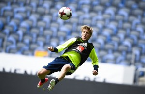 Sweden's midfielder Emil Forsberg attends a training session of the Swedish national football team on the eve of the WC 2018 football qualification match between Sweden and France in Solna, on June 8, 2017.  / AFP PHOTO / Jonathan NACKSTRAND