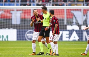Leonardo Bonucci of AC Milan talks to referee during the Italian championship Serie A football match between AC Milan and Genoa on October 22, 2017 at San Siro stadium in Milan, Italy - Photo Morgese - Rossini / DPPI