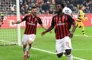 AC Milan's Ivorian midfielder Franck Kessie (R) celebrates with AC Milan's Italian forward Patrick Cutrone after scoring a penalty during the Italian Serie A football match AC Milan vs Parma on Decembre 2, 2018 at the San Siro stadium in Milan. (Photo by Miguel MEDINA / AFP)