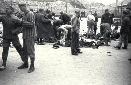 KZ Mauthausen, Einkleidung von Neuankˆmmlingen