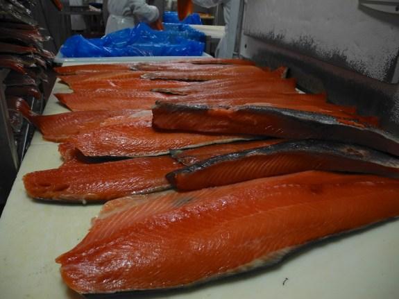 Smoked salmon pre-slicing