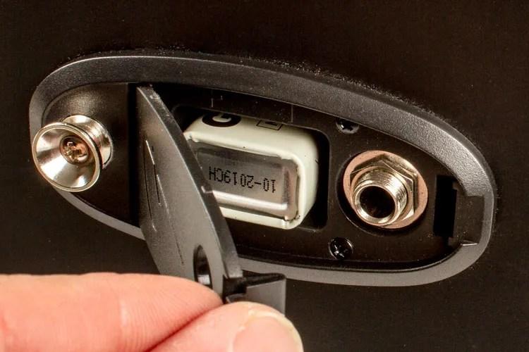 AG308_battery_door